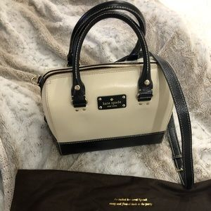 Cute spacious Kate spade bag, only used once.